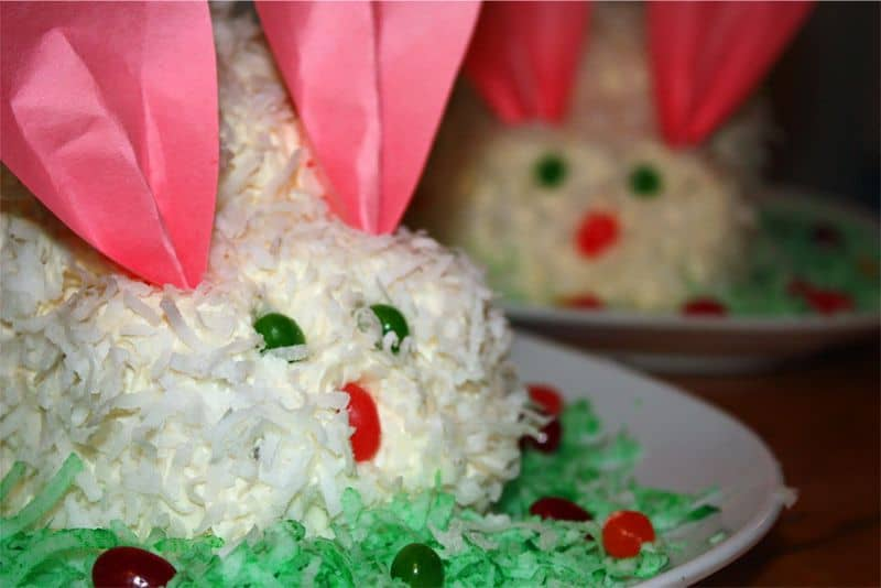 Hippity Hop – It's the Easter Bunny (cake!)