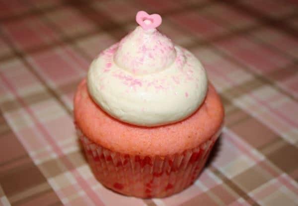 Tips & Tricks: Valentines Day cupcake decorating ideas | JavaCupcake.com