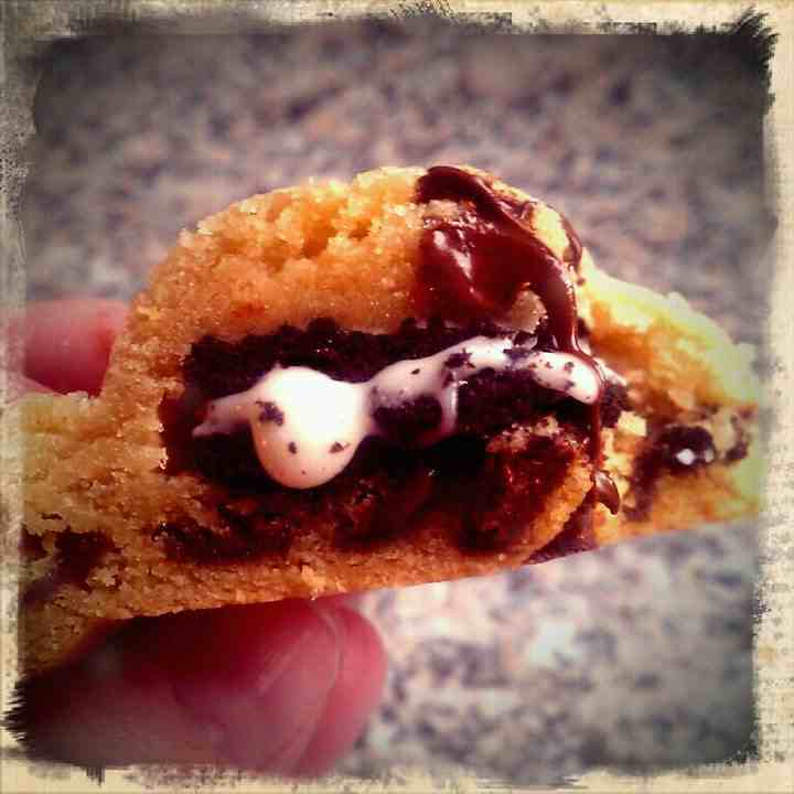 Oreo Stuffed Chocolate Chip Cookies - JavaCupcake