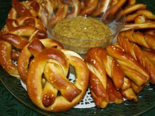 German-style Salted Pretzels with Spicy Beer Mustard | The JavaCupcake Blog https://javacupcake.com