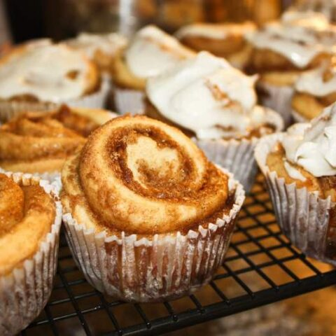 Mini Cinnamon Roll Cupcakes