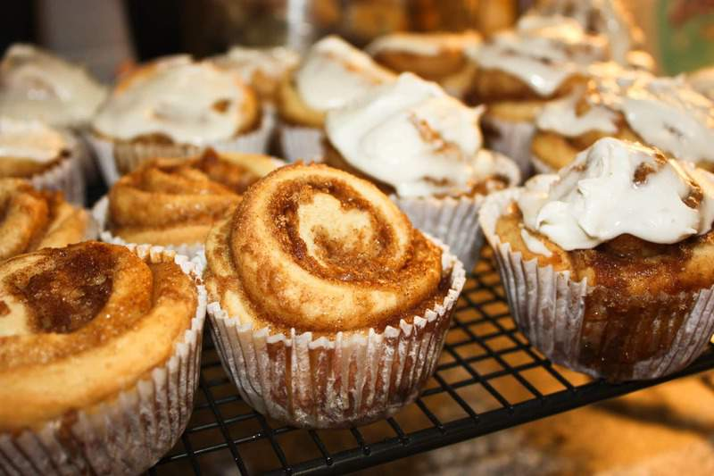 Cinnamon Roll Cupcakes-2