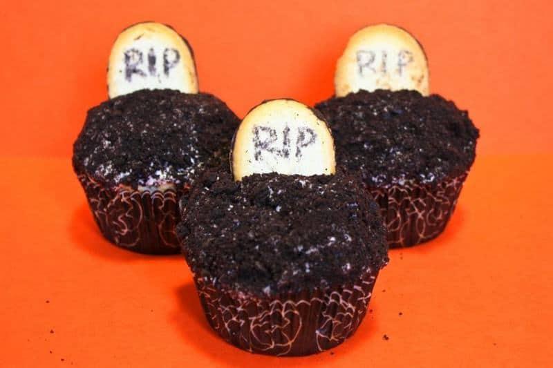 Graveyard Cupcakes | JavaCupcake.com