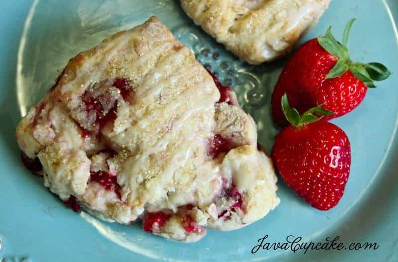 Strawberry Lemonade Scones | JavaCupcake.com