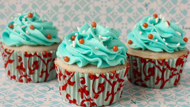Vanilla Cupcakes-17 crop2