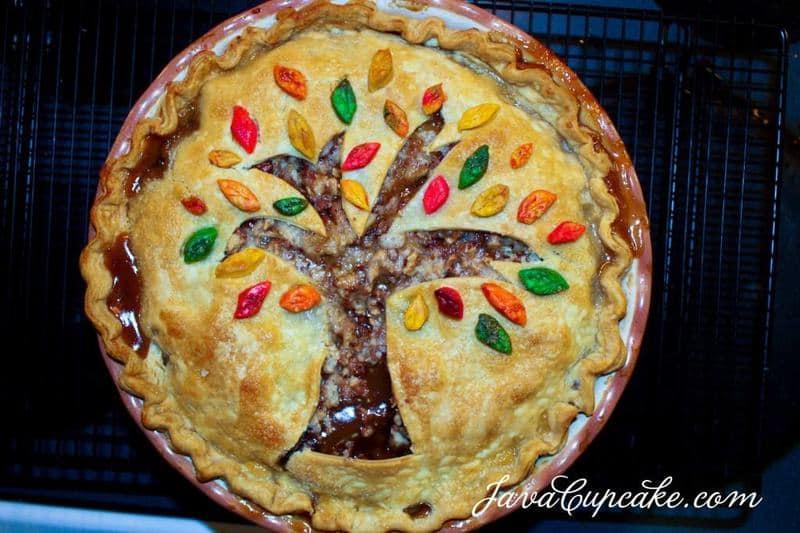 Fall Leaves Toffee Apple Pie | JavaCupcake.com
