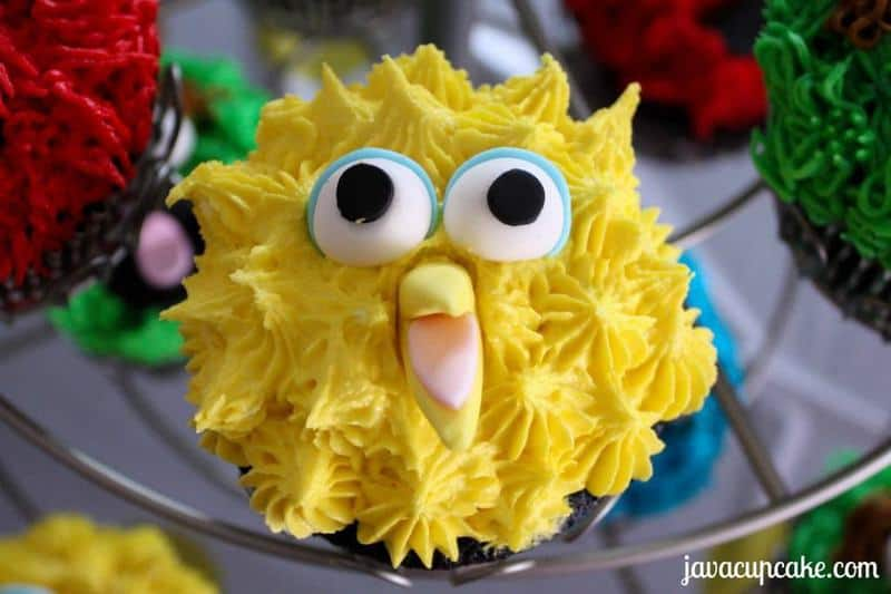 Tutorial for Big Bird cupcakes by JavaCupcake.com