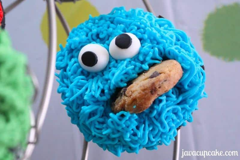 Tutorial for Cookie Monster cupcakes by JavaCupcake.com