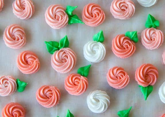how to make royal icing flowers for wedding cakes tutorial royal icing flowers javacupcake 15982