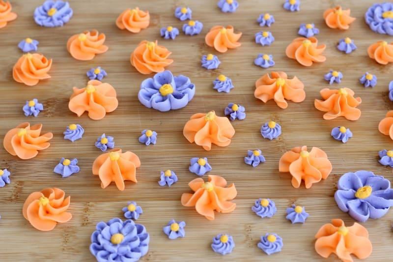 Royal Icing Flowers (Tutorial)