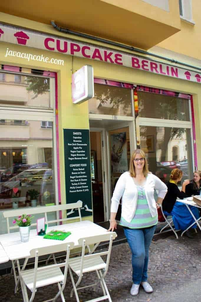 Outside Cupcake Berlin with JavaCupcake