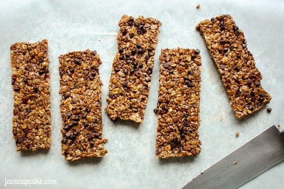 Cherry Chocolate Chip Granola Bars  | JavaCupcake.com