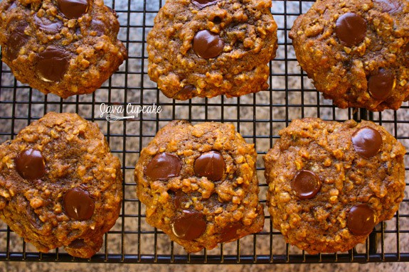 Pumpkin Oatmeal Cookies with Chocolate Chips & Raisins | JavaCupcake.com