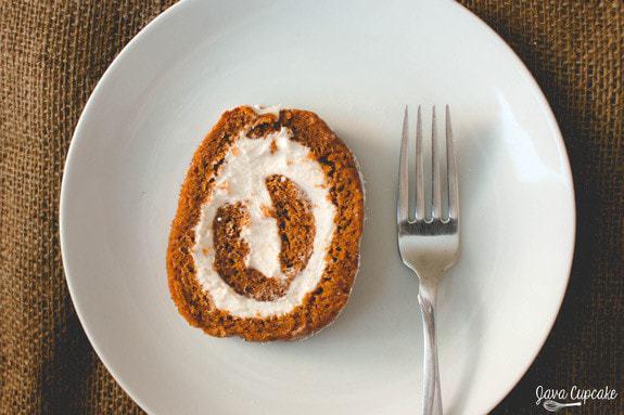 {Classic} Pumpkin Roll | JavaCupcake.com