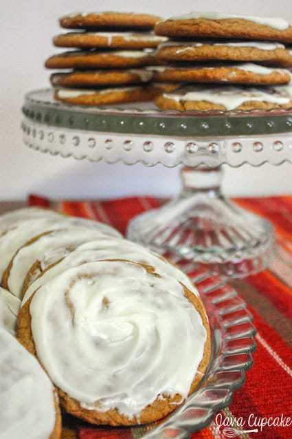 White Chocolate Molasses Cookies - thin and chewy molasses cookies topped with white chocolate | JavaCupcake.com