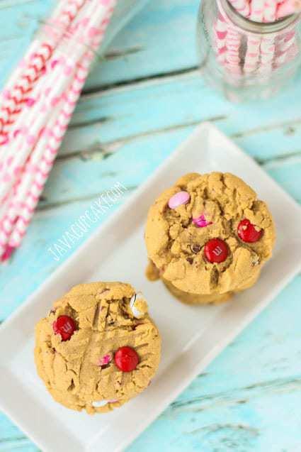 Soft-Batch Peanut Butter Valentine M&M Cookies | JavaCupcake.com