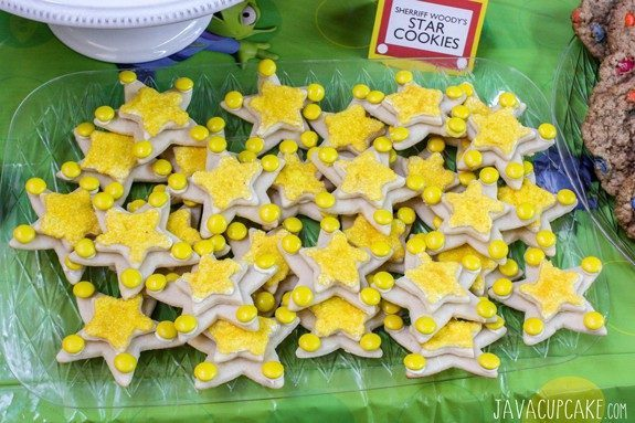 Toy Story Party: Sheriff Woody's Star Cookies | JavaCupcake.com