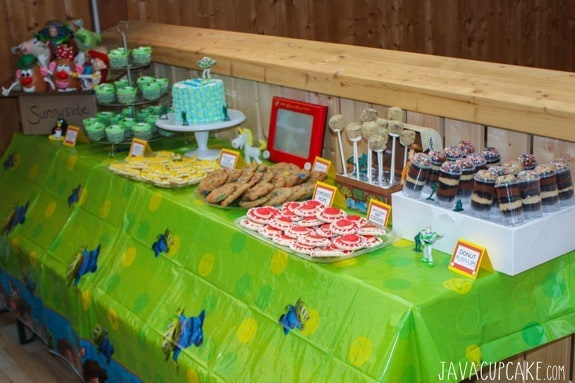 Toy Story Party DIY Dessert Table   JavaCupcake.com