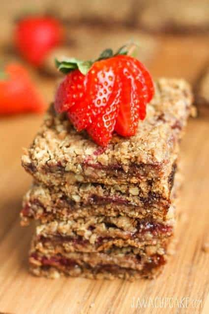 Strawberry Crumb Bars - Start your day off right with these fabulous oat and berry bars seasoned with cinnamon and nutmeg!   JavaCupcake.com