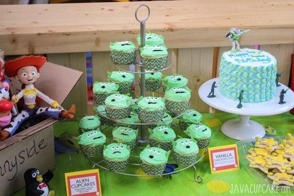 {Tutorial} Toy Story Alien Cupcakes | JavaCupcake.com