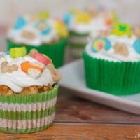 Celebrate St. Patrick's Day with these festive and fun Lucky Charms Cupcakes | JavaCupcake.com