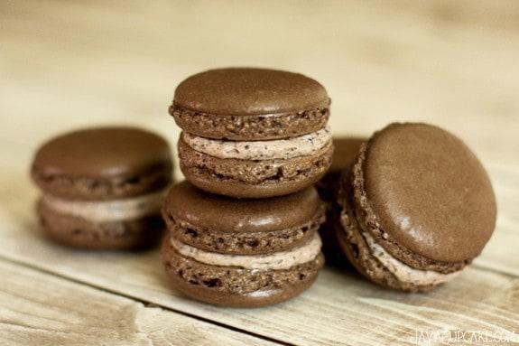 Cookies and cream Macaron Recipe & Tutorial | JavaCupcake.com