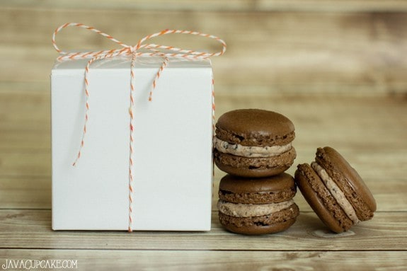 Cookies n' Cream Macaron Recipe & Tutorial | JavaCupcake.com