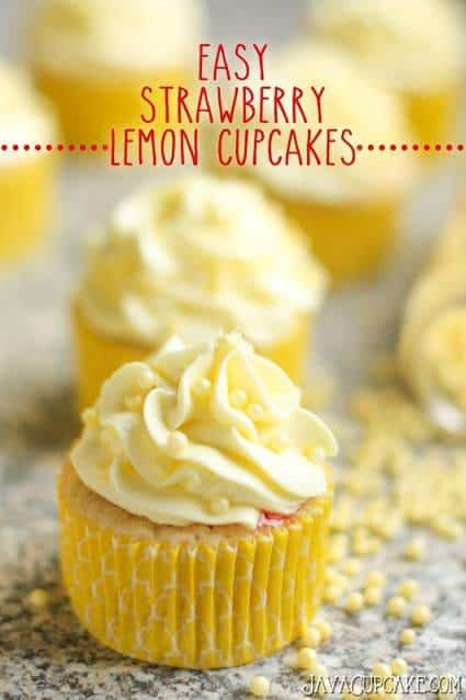 Easy Strawberry Lemon Cupcakes | JavaCupcake.com #recipe #lemon #strawberry #cupcakes #easy