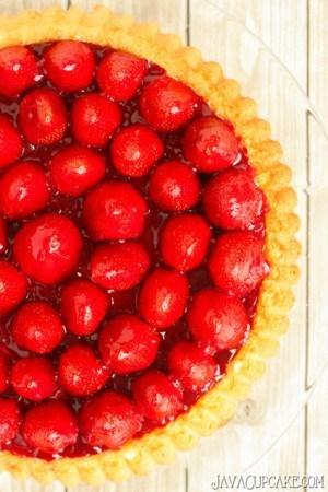 Erdbeerkuchen mit Sahne (Strawberries & Cream Shortcake)   JavaCupcake.com
