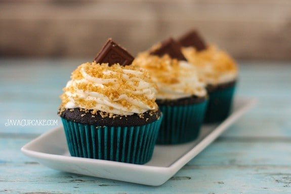 S'mores Cupcakes - rich chocolate cake filled with graham cracker topped with whipped marshmallow frosting. Hershey's chocolate and graham cracker crumbs!  | JavaCupcake.com