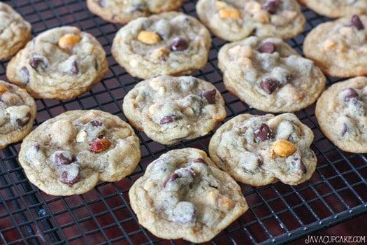 Salted Caramel Peanut and Chocolate Chip Cookies | JavaCupcake.com