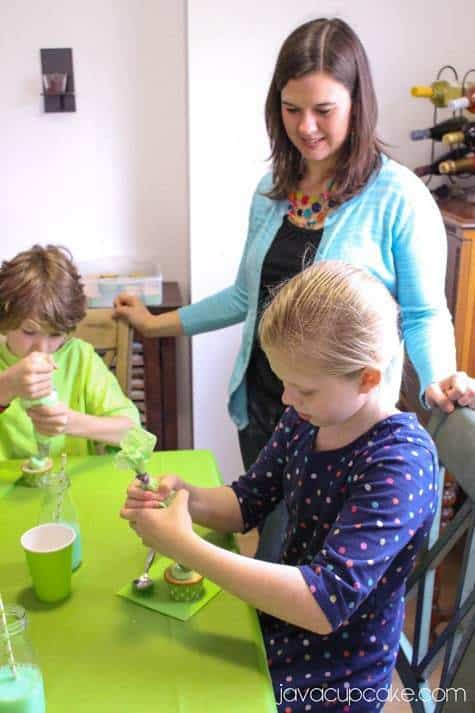 How to Host a Slime Party: Slime-filled Cupcakes | JavaCupcake.com #ReadySetSlime