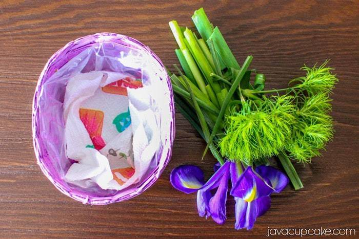 LIFE HACK:  How to Keep Flowers Fresh in a Basket Vase | JavaCupcake.com - A Baking, Life & DIY Blog