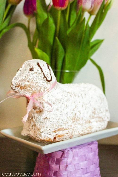 Osterlamm - German Easter Lamb Cake | JavaCupcake.com