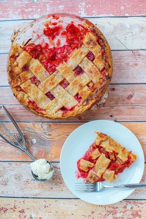 Raspberry Rhubarb Pie   JavaCupcake.com