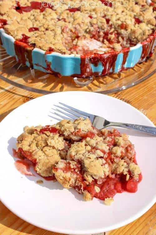 Strawberry Rhubarb Crumble | JavaCupcake.com