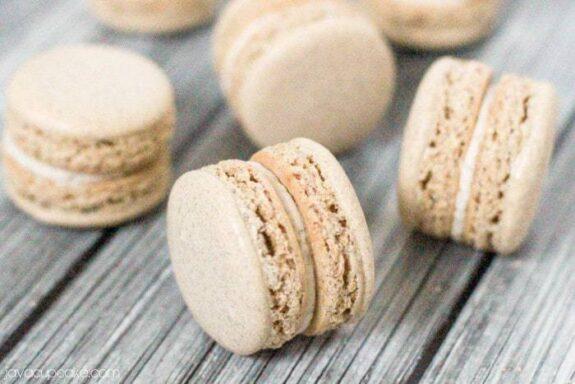 Snickerdoodle Macarons | JavaCupcake.com