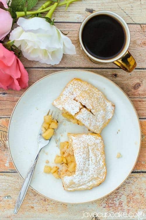 Apfeltasche - German Apple Turnover | JavaCupcake.com