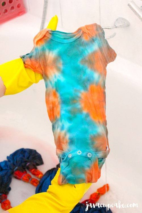 Tie Dye Tuesday: Learn how to Tie Dye! | JavaCupcake.com