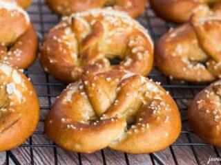 Traditional Bavarian Pretzels | JavaCupcake.com
