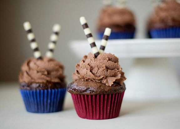 chocolate cupcakes with milk chocolate ganache frosting