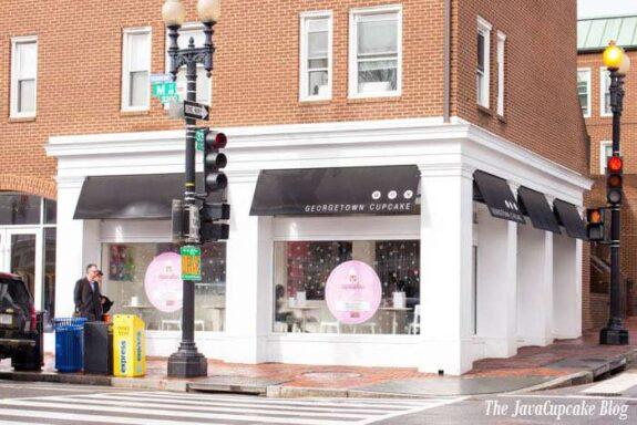 Take a tour of Georgetown Cupcake with The JavaCupcake Blog | https://javacupcake.com