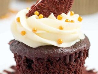 Red Velvet Oreo Cupcakes | The JavaCupcake Blog https://javacupcake.com