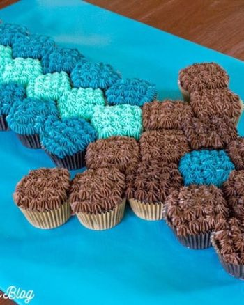 Minecraft Sword Pull-Apart Cupcake Cake {Recipe & Tutorial}   The JavaCupcake Blog https://javacupcake.com