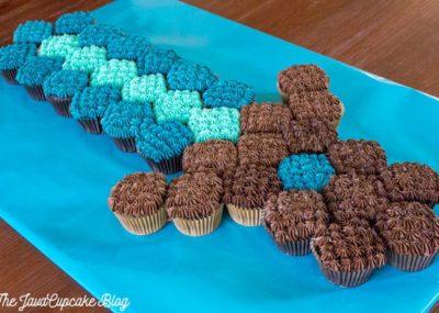 Minecraft Sword Pull-Apart Cupcake Cake {Recipe & Tutorial} | The JavaCupcake Blog http://javacupcake.com