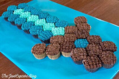 Minecraft Sword Pull-Apart Cupcake Cake {Recipe & Tutorial} | The JavaCupcake Blog https://javacupcake.com