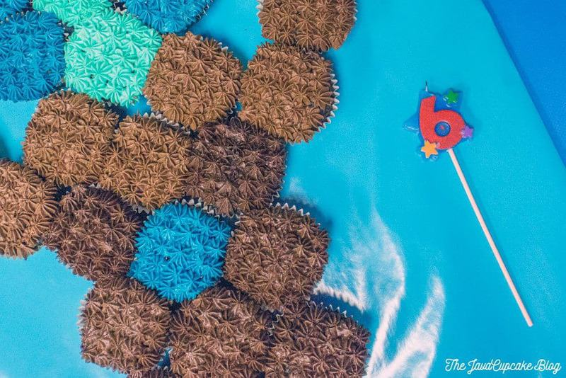 Minecraft Sword Pull-Apart Cupcake Cake {Recipe & Tutorial} | The JavaCupcake Blog http://javacupcake.com