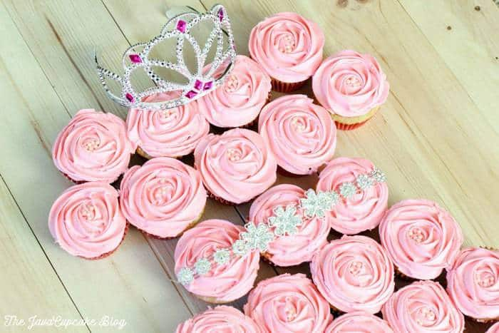 Princess pull-apart cupcake cake {Recipe & Tutorial} | The JavaCupcake Blog https://javacupcake.com