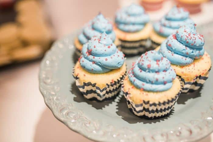 Dessert Decorating Workshop @ the USO - Fort Belvoir | The JavaCupcake Blog http://javacupcake.com
