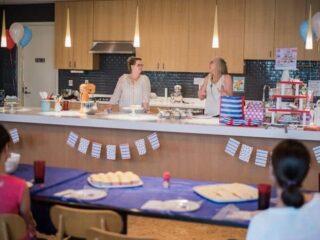 Dessert Decorating Workshop @ the USO - Fort Belvoir | The JavaCupcake Blog https://javacupcake.com
